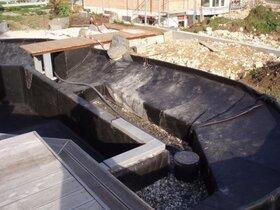 Biodränschacht und Granitumrandung der Schwimmzone
