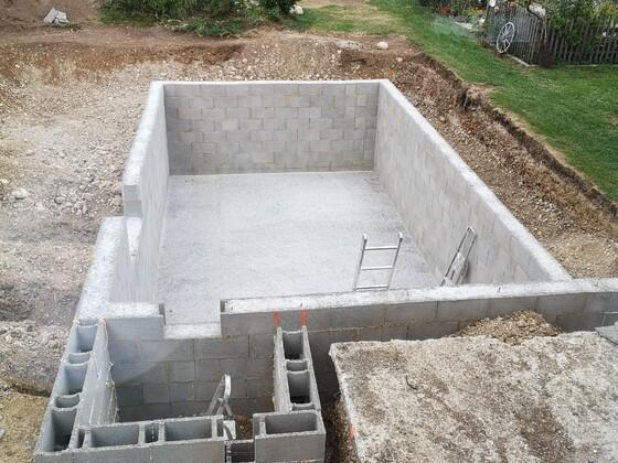 Filterschacht wartet auf Beton.