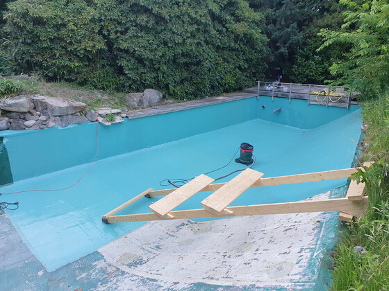 Die Sanierung ist sehr mühsam, weil man mit Epoxy nass in nass arbeiten sollte und wer kann schon fliegen.