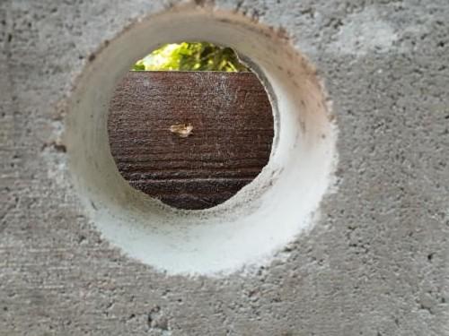 Ablauf für Filtergraben gebohrt