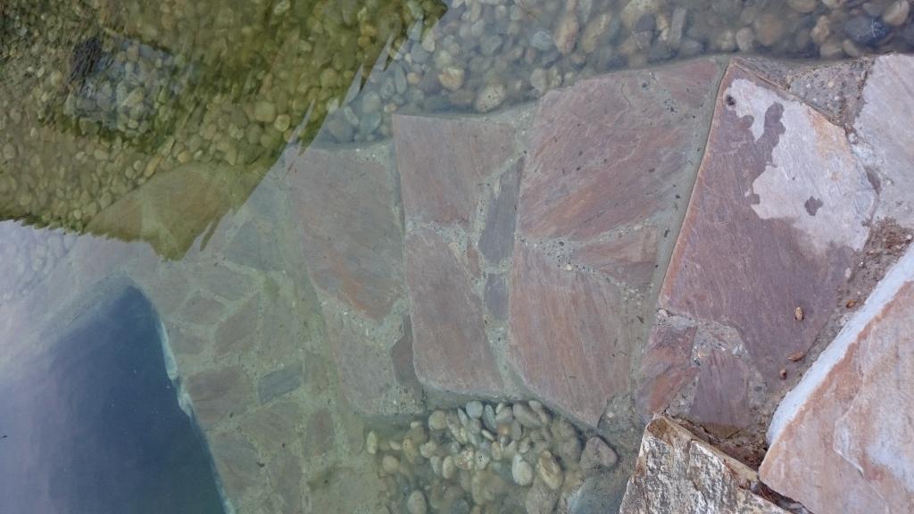 Natursteinstufen mit Beton auf Folie und Vlies